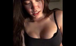 Ninfeta koreana fazendo sexo amador porno
