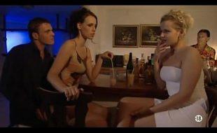 Sexo anal surpresa em bar
