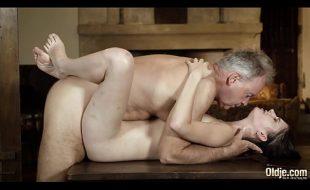 Aluna fazendo sexo completo com professor