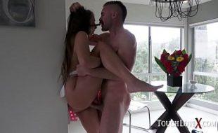 Gia Derza sendo dominada nessa cena forte de sexo