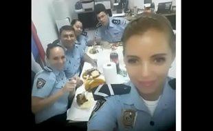 Policial boqueteira caiu na net