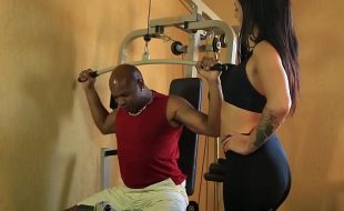Personal Trainer é seduzida por seu aluno - Melissa Lisboa